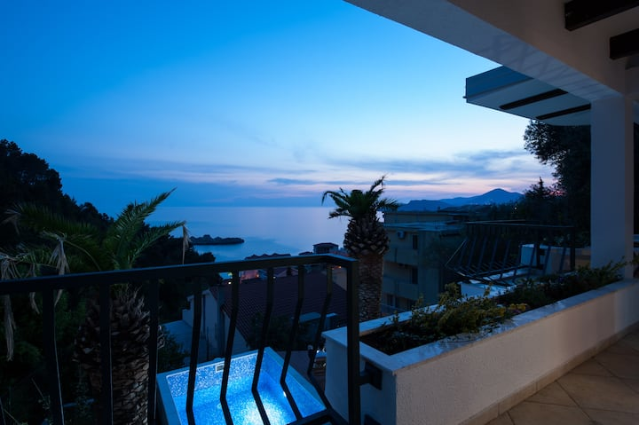 Beautiful VILLA MIA with private pool and sea view
