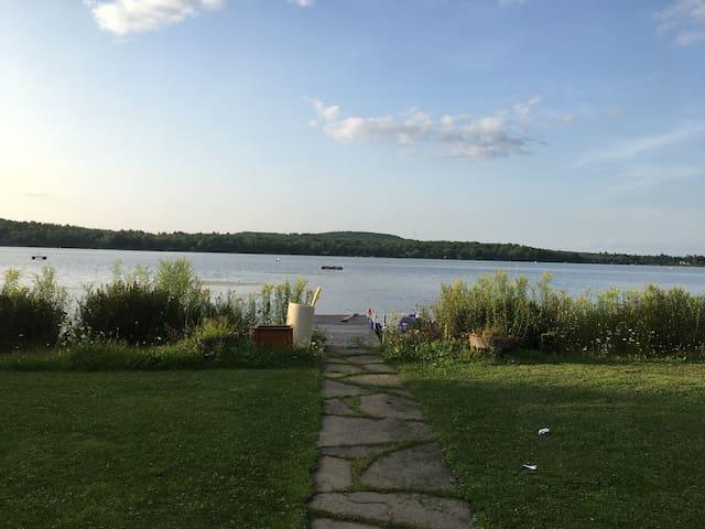 Charmant appartement au bord d'un lac.