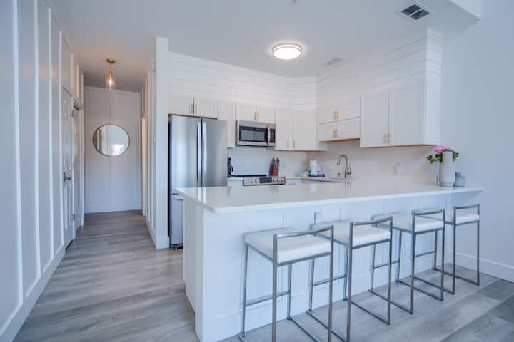 Remodeled 1 Bedroom + Loft Condo steps from beach!