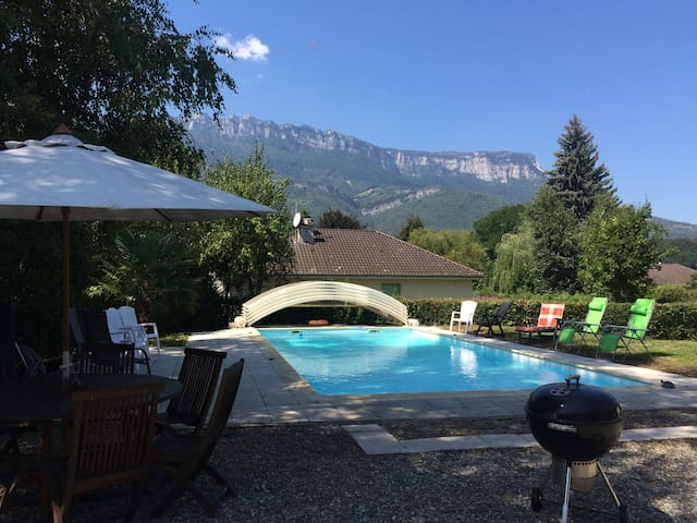 Six bedroom bungallow / swimming pool in the Alps