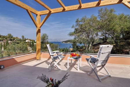 Villa Breeze next to Avlaki Beach