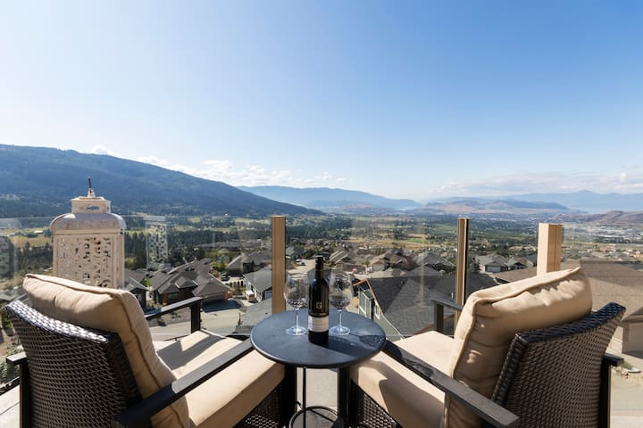 3 bedroom upper w stunning views - 30 days special