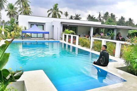 Xanders Place - 3 bedroom villa w/ pool & garden