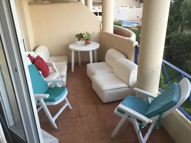 Vacaciones , relax   Piscina y playa
