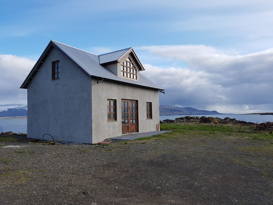 Kaupfélagið is an 100 years old house. It is newly  renewed  inside and outside.  Located in Hvalfjörður only 3 meters from the shore with pure Icelandic nature all around it
