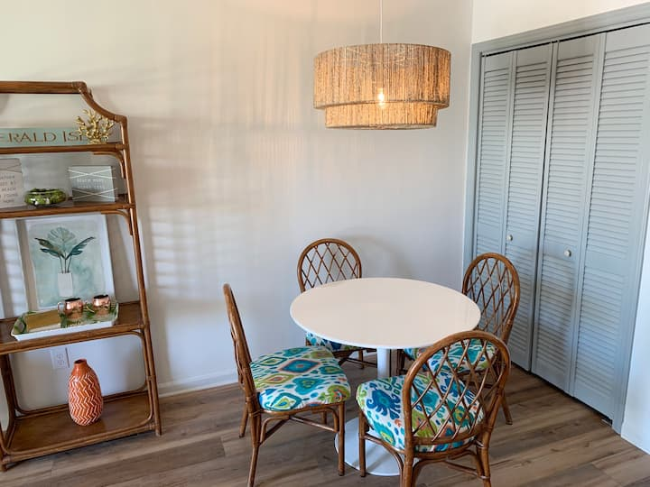 King Bedroom Condo -Walking Distance to the Beach!