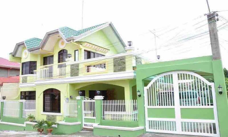 4BR House Batangas City  Wifi+Netflix