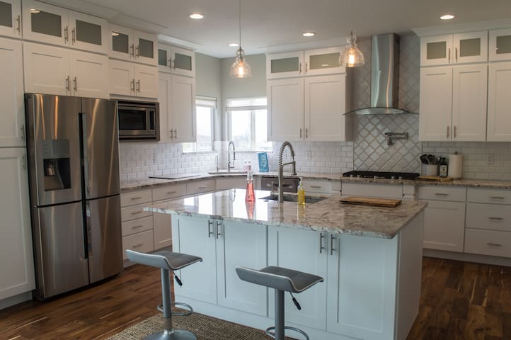 $150/nt HUGE-Remodeled home w/Gorgeous Mtn views!! - Pleasant Grove - Hus