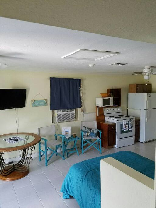 Sitting area, TV and kitchen