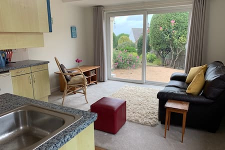 Rozel Bay - self contained one bedroom flat