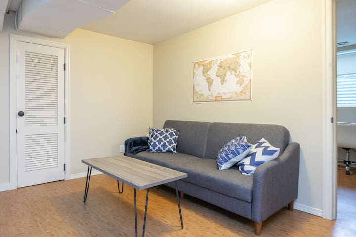 Eye-Catching Suite Near Alberta Park!