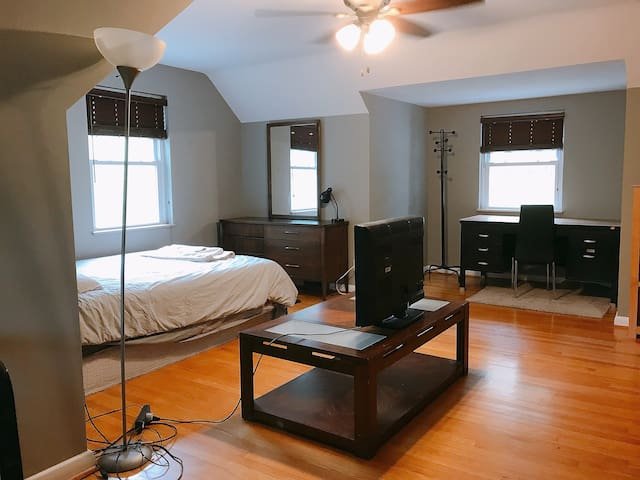 master bedroom in Stl for non-smokers near airport