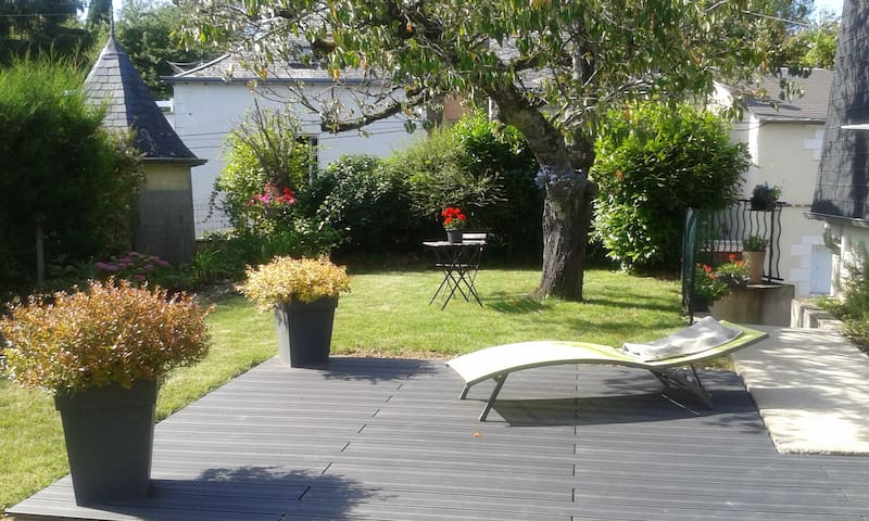 """Amboise  maison/jardin au pied du """"Clos Lucé"""""""