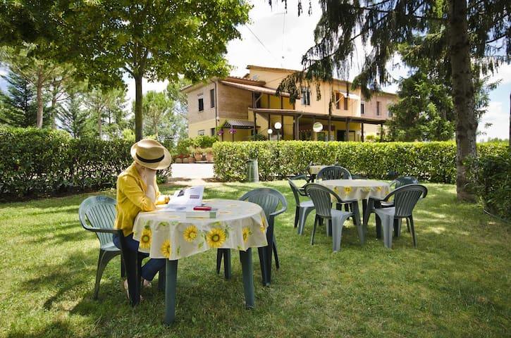 Camera Matrimoniale - Hotel Ai Tufi Siena