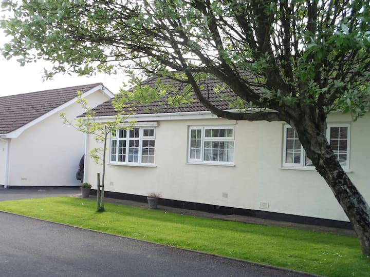 Holiday Bungalow close to beautiful Gower beaches