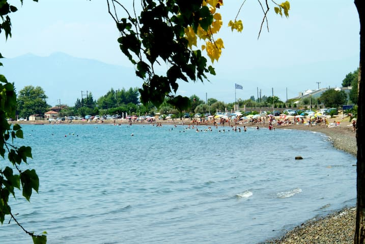 Bay Holiday - Karavomilos