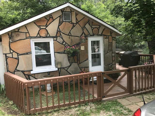 Luxury Tiny House Right On the Lake