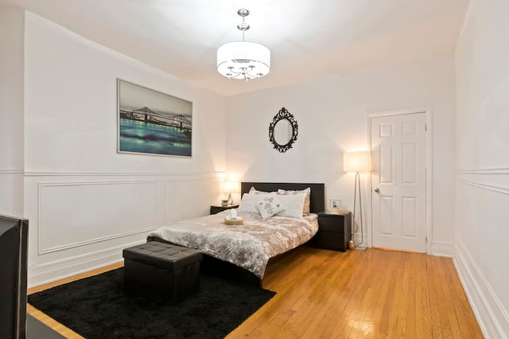 ❤️Spacious Apartment in the DT core W/ Queen Bed❤️