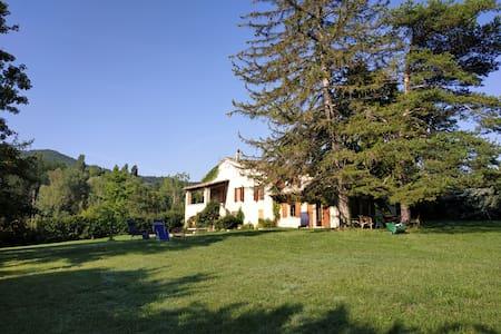 Maison Provençale dans le Luberon, meublée.