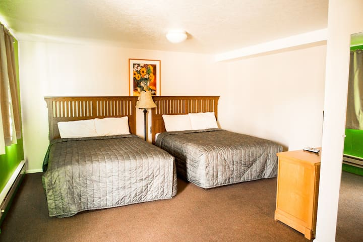 Bear Lake Motor Lodge Room #18