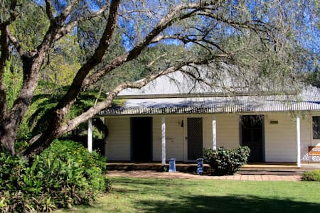Flame Tree Cottage - a secluded rural escape