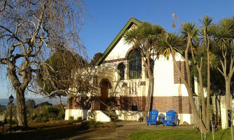 A B&B in a Church by the Sea - Seacliff