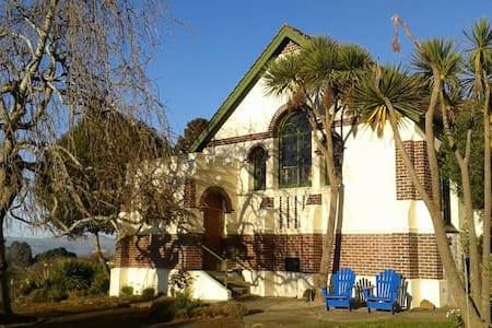 A B&B in a Church by the Sea - Seacliff - Bed & Breakfast