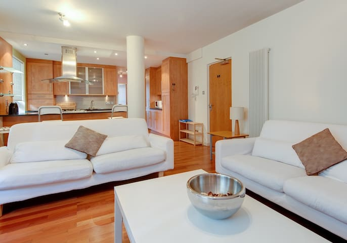 Modern Apartment in Edinburgh's Historic Heart - Edimburgo - Appartamento