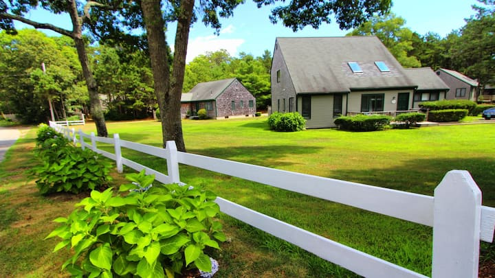 Cape Cod Holiday Estates Cottage w/ Full Kitchen