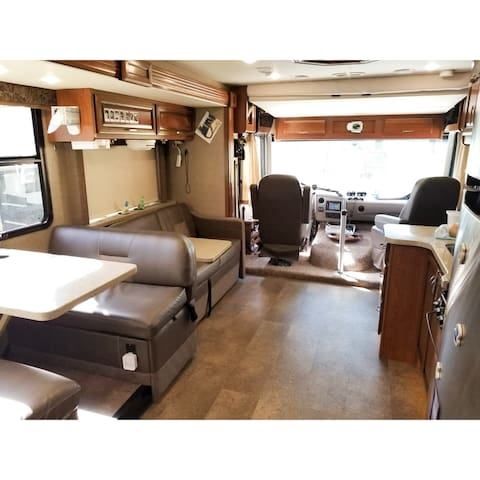 Spacious RV Living - A Comfy and Unique Stay!
