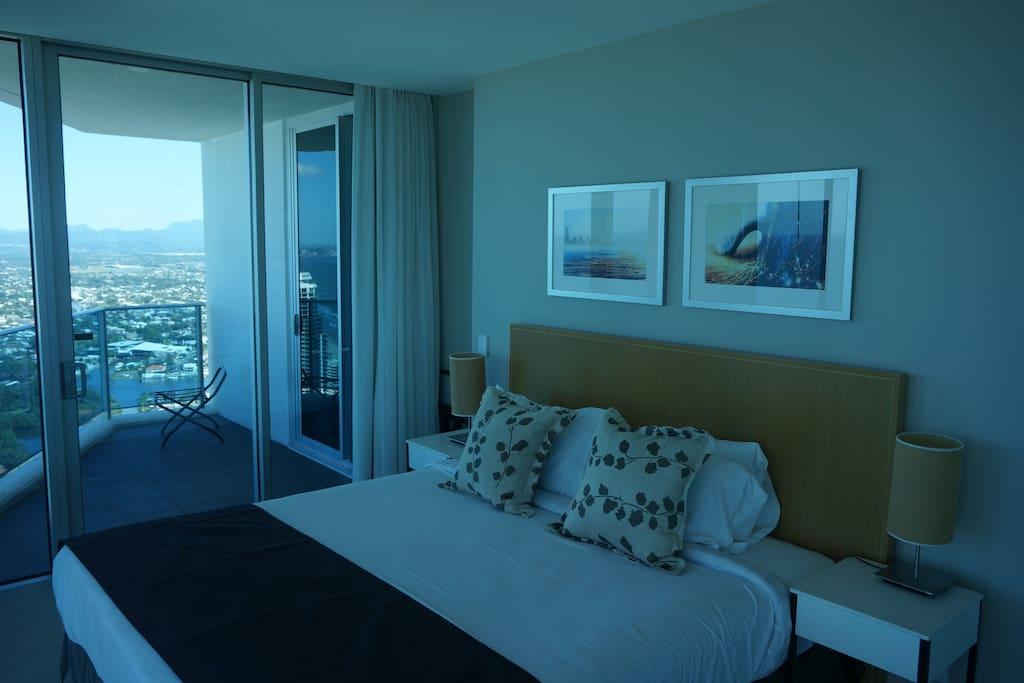 master bedroom ensuite with rap around windows full open views