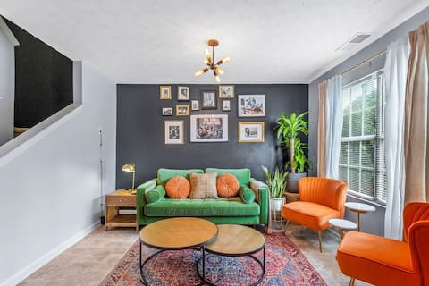 Cozy Modern- 2br Townhouse (Mins from the airport)
