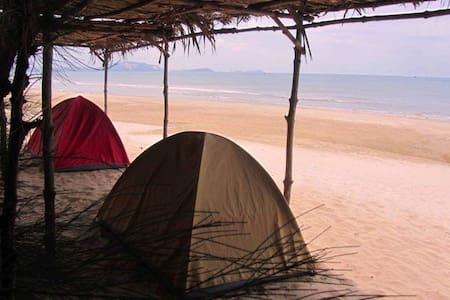 camp shalom  (Tents)