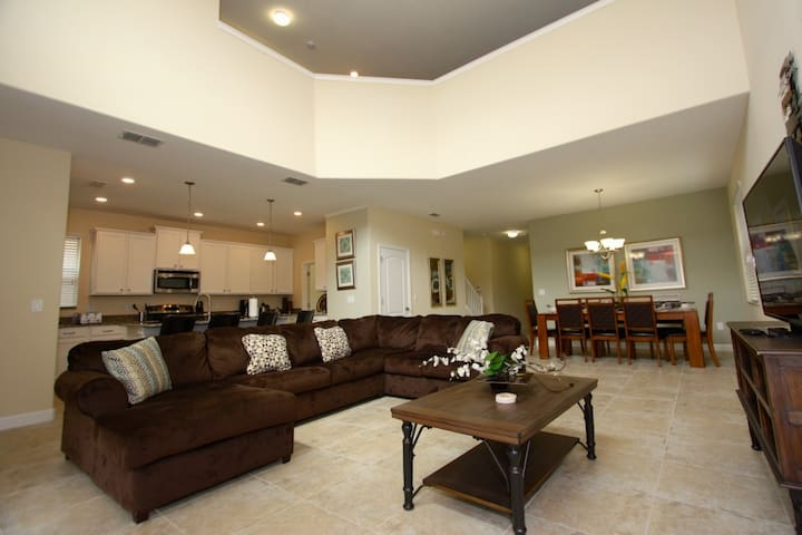 Professionally decorated 5 bed 5 bath pool home with spa, private back yard - Kissimmee - Vila