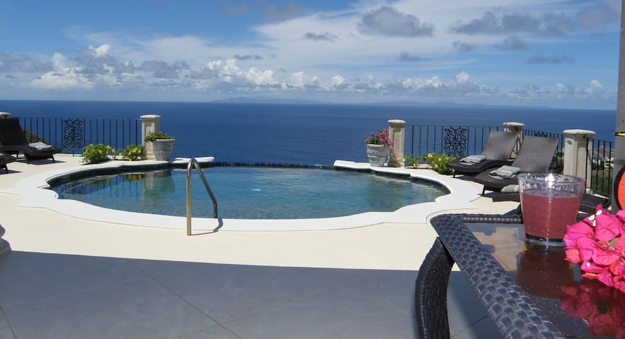 Mesmerizing Ocean Views - Luxury Villa and Cottage