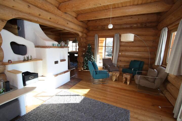 casa de madera con la única en la casa de salud, situado en el Lungau