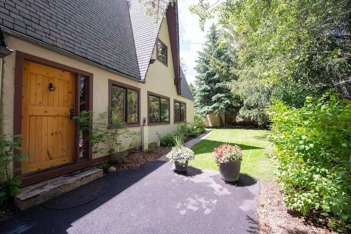 Dog-Friendly Home Away W/ Private Hot Tub & High-Speed WiFi - Near Town & Skiing