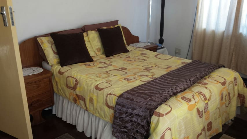 """Home Away"" , a quiet, cool and relaxed home. - Bulawayo - Casa"