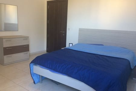 Nice double bedroom with private bathroom - Msida - Wohnung