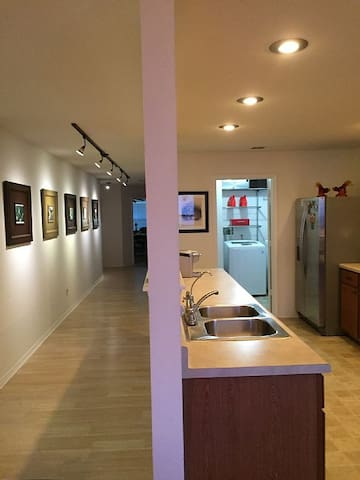 3/2/2 Gallery Entrance Hallway & Private office