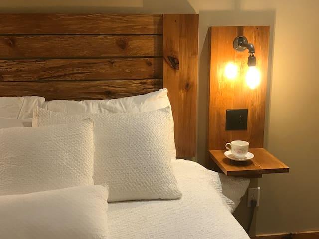 Cedar Hollow Bachelor Suite