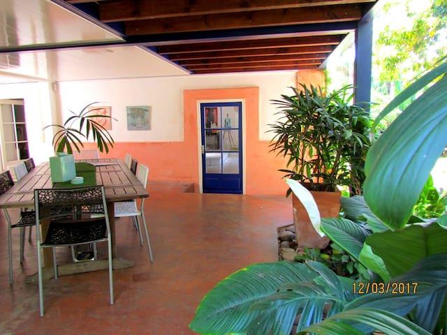 MAISON COLONIALE avec Jardin au centre de Nouméa - Nouméa - House