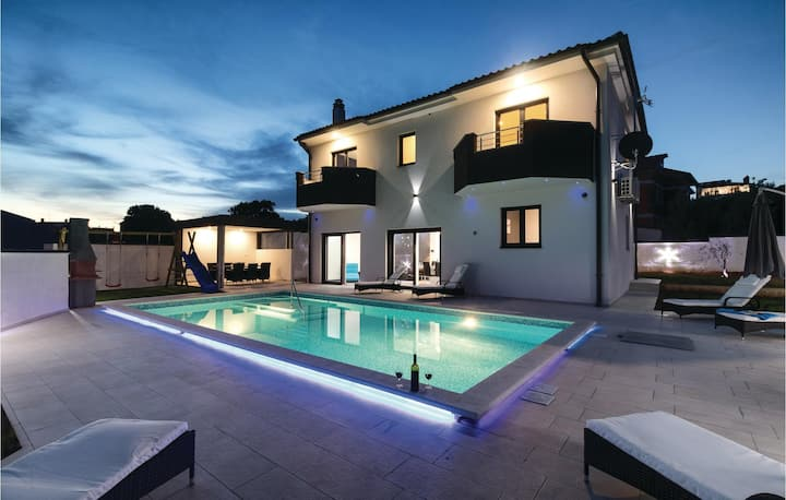 Stunning home in Pula with WiFi and 4 Bedrooms