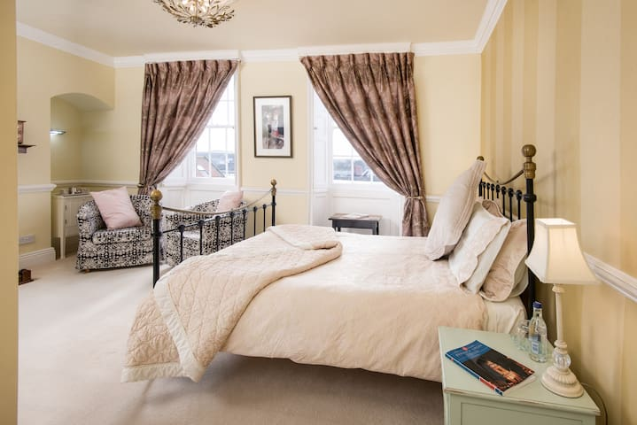 A 5* Gold rated B&B - Tweed Room