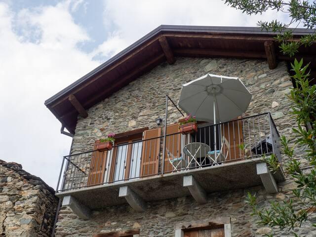 Balkon mit Seeblick im Apartment Costantino