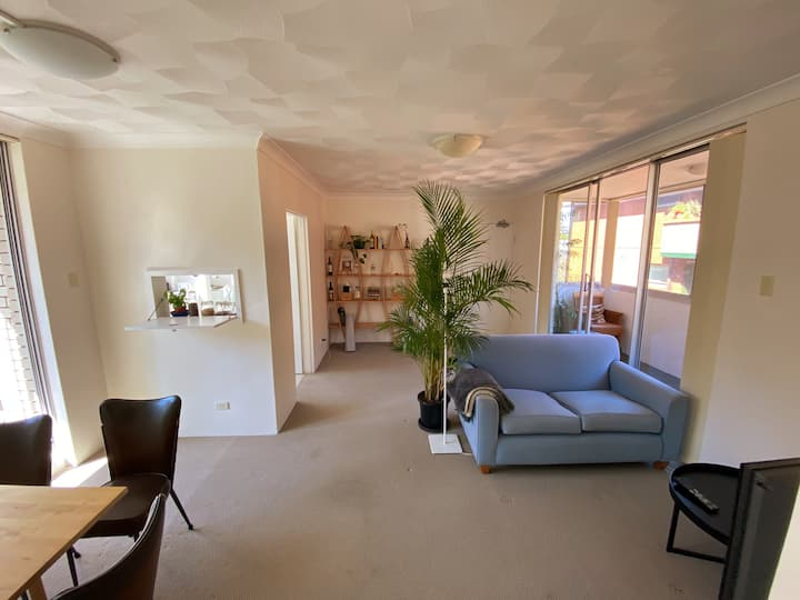 Lovely, bright and spacious 2 bedroom apartment