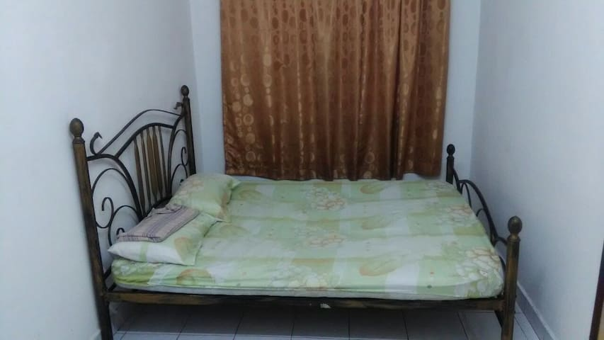 Affordable Room Near Seri Kembangan & Cyberjaya - Seri Kembangan - House