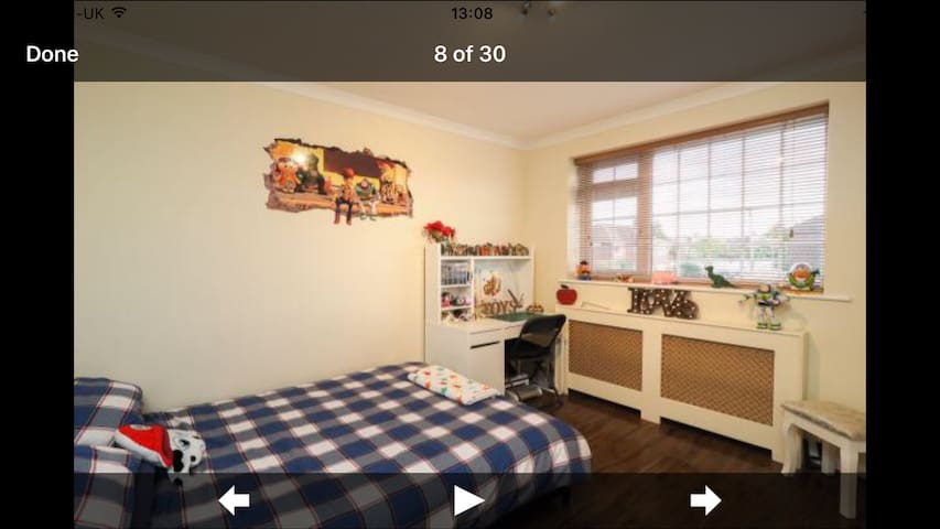 Luxury Double bed W/FAST Wi-Fi-FREE Parking