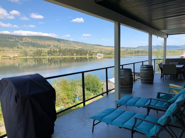 Right on the lake, Pinantan Lake House