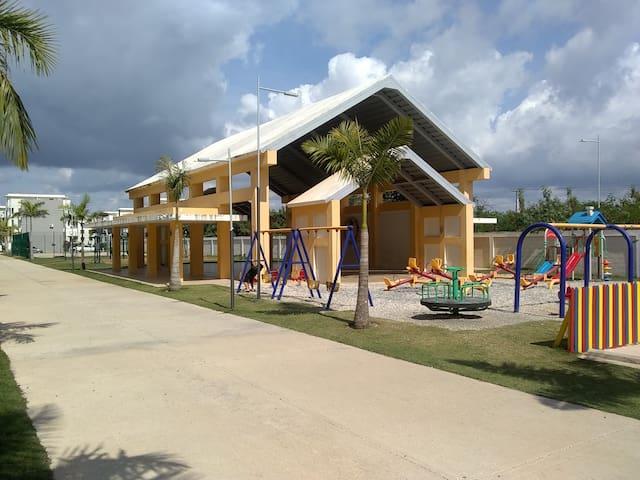 Departamento entero con parqueo, y parque niños